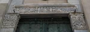 architrave-porta-centrale